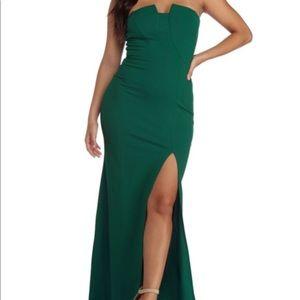 Emerald green slit dress 😍